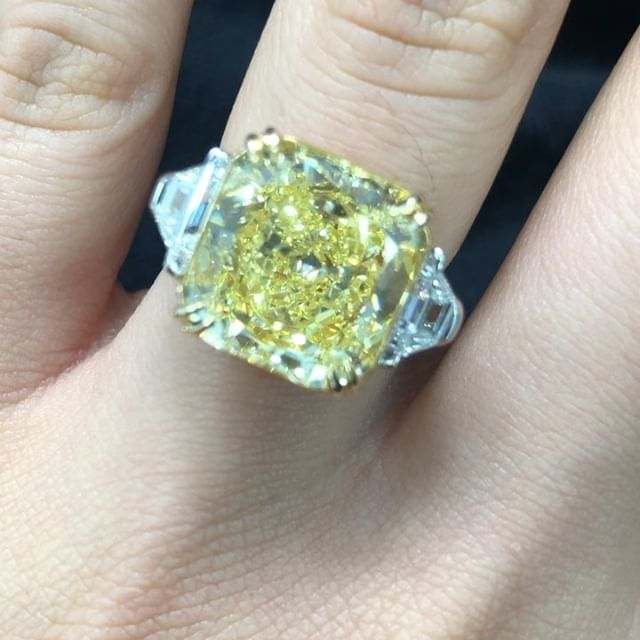 Remember the 8.88 Carat Fancy Intense Yellow from 2 weeks ago? Here is it again! With beautiful two Trapezoids sides, set in white gold and tiger claw yellow gold prongs to enhance the color of the center stone. Who else is going for yellow big rocks? ✨💍💃🏻❤️ #daniellezinojewelry #nyc . . . . . . . . . #jewellery #jewelrydesigner #fashion #jewelrydesign #follow #jewelry #jewelryaddict #beautiful #happy #gold #diamond #amazing #style #yellowgold #smile #luxury #classy #ring #engagementring #proposal #shine
