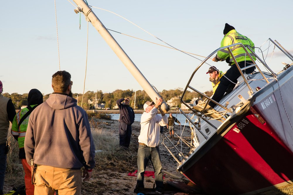 The mast is removed before loading the boat onto the trailer.