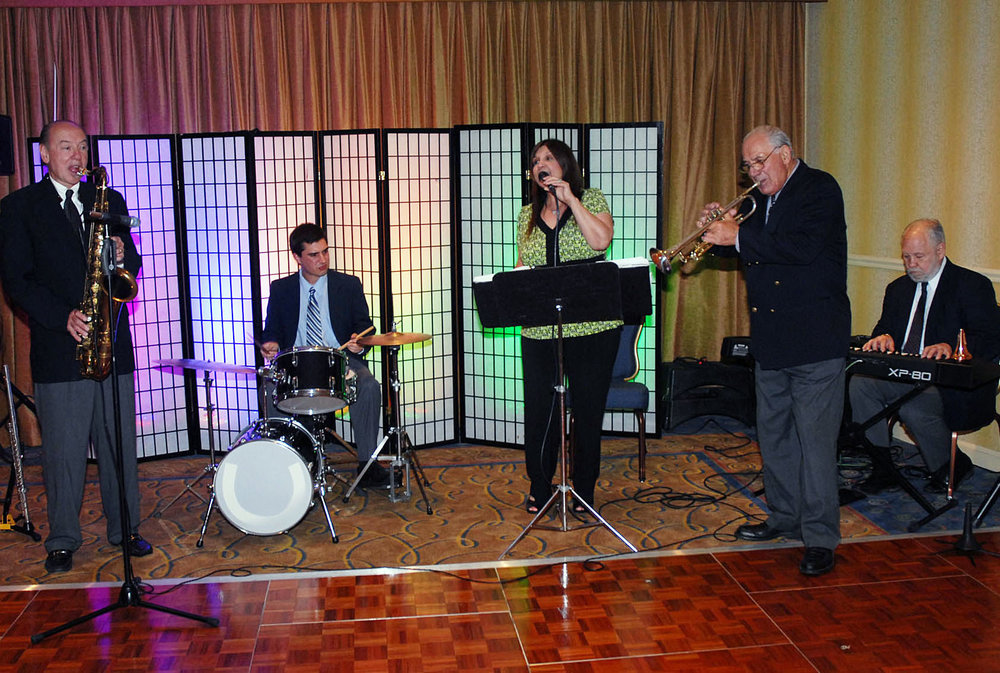 2009 - Dennis Cook, Kareem, Judy DeRossi, Lou Colombo, & Barry DeRossi (Hyannis, MA)