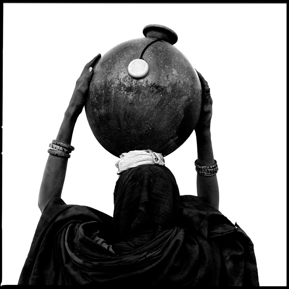 female-sculpture-niger-2000-photo-morten-krogvold_small.jpg