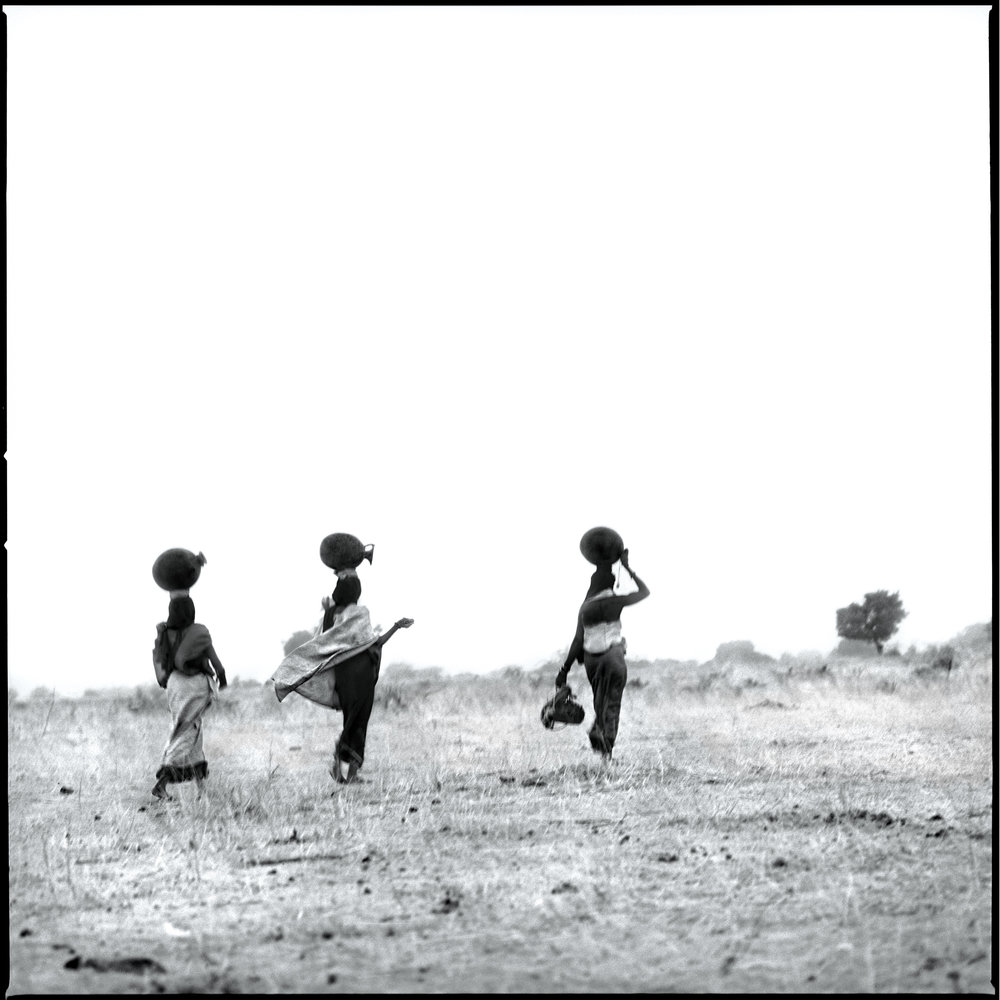 movement-to-the-well-niger-2001-photo-morten-krogvold_small.jpg
