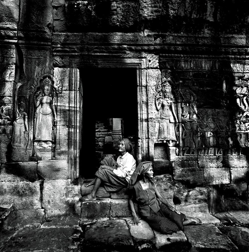 old-women-angkor-wat-cambodia-2003-photo-morten-krogvold_small.jpg