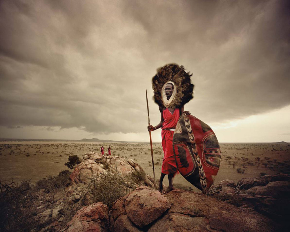 Jimmy Nelsons  Maasai Warrior , Ngorongoro, Serengeti, Tanzania. Gjengitt med tillatelse fra WILLAS Contemporary.