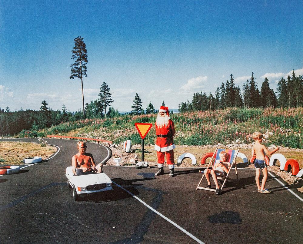 Tomteland. Mora 1988  av Lars Tunbjörk