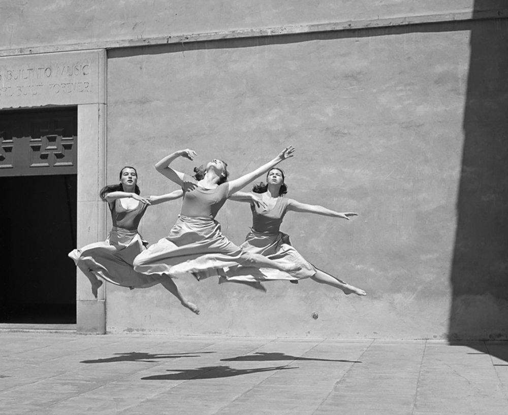 Three dancers, Mills College, 1929 . Photo Imogen Cunningham