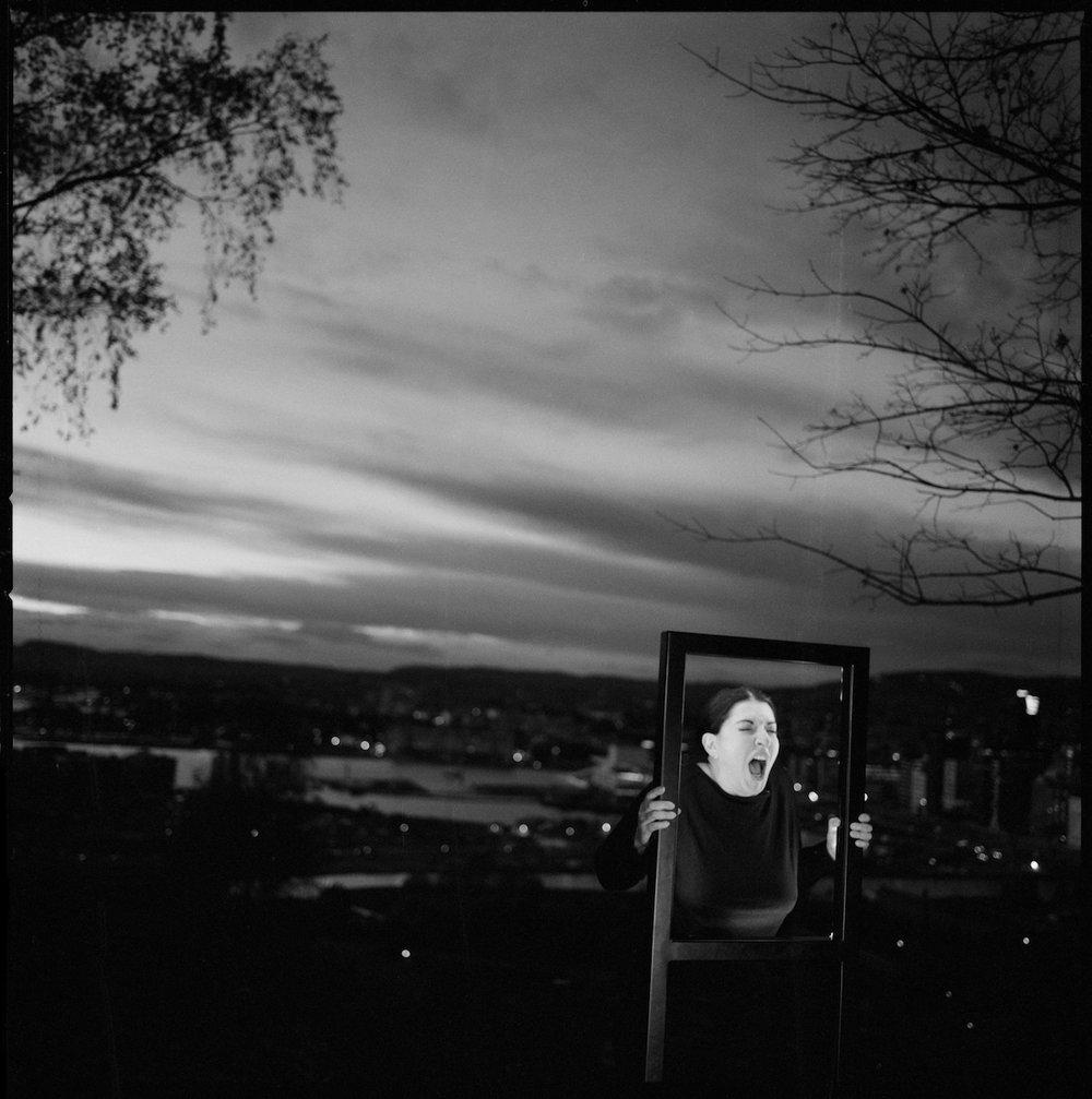 Marina Abramović utfører Munchs skrik , Oslo, 24. oktober 2013. Photo: Morten Krogvold