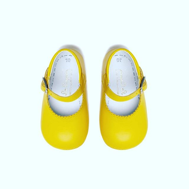 Yellow ☀️☀️☀️ our favourite summer colour and these dinky baby girl shoes are from one of our favourite brands @lacoquetakids #yellowshoes #kidsfashion #fashionforkids #summertime