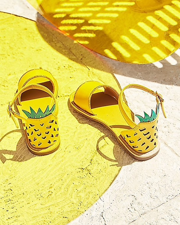 Delicious pineapple sandals by @jcrew 🍍🍍🍍shop link in my bio 👆🏼 #girlsfashion #kidsfashion #girlsaccessories
