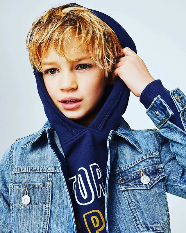 Does your boy refuse to wear anything but sportswear?! Don't worry we are here to make it all a bit more bearable...We've picked out the best hoodies and joggers that will just about pass as respectable in public places! Best picks from @zarakids_official @mangokids @hm_kids @jcrew @boden_clothing 🐌🐌🐌 #boysfashion #kidsfashion #fashionforkids