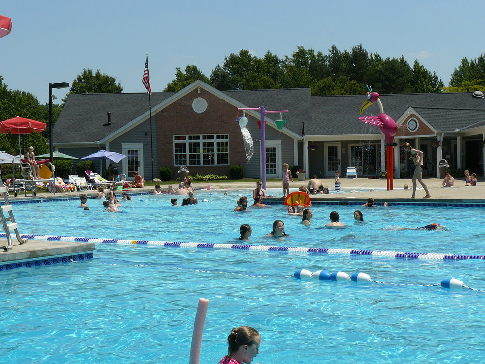 Another feature of the pool is the beach-entry (zero-entry) that allows residents to walk into the pool. It serves as a primary area for toddlers. Two exciting water features are located in this area.