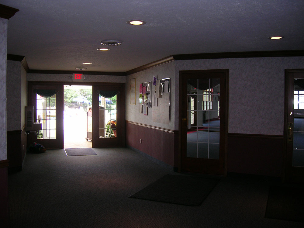 In 2006, association trustees completely redecorated the lobby and entrance of the clubhouse with new carpet, wall coverings, doors and trim. A small group meeting room was also created for resident use.