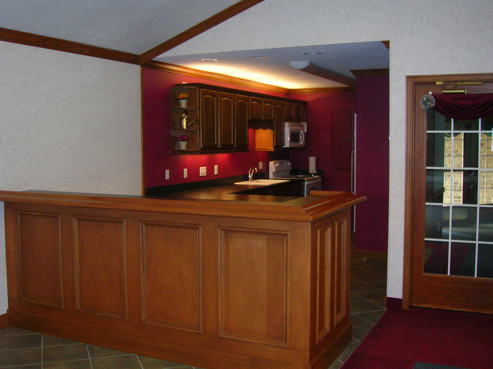 Our 2006 clubhouse renovation also included renovating the kitchen with the replacement of kitchen counters, cabinets, appliances and floor. A custom-built service unit was created for the party room and can serve as a wet bar or food service counter. All of the renovation work was part of capital improvements planned by association trustees.