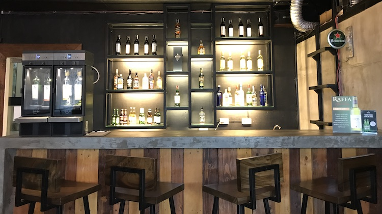 stockwell-cafe-lounge-tomas-morato-quezon-city-2.jpg