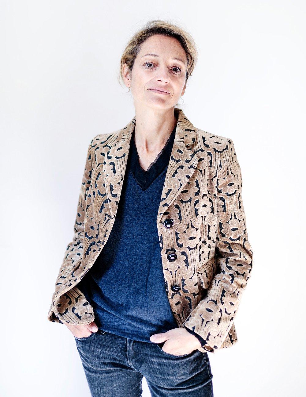 """De Maarse Paris, """"Less is More"""" * - De Maarse Paris prend le parti de l'épure, symbole d'une femme libre qui aime porter un bijou comme signe intérieur de richesse. Plus qu'un accessoire, le bijou De Maarse Paris est un objet.Artiste plasticienne, Pascaline Rey conçoit ses modèles comme ses sculptures : chaque pièce est issue d'une recherche sur la forme, les matériaux, la texture, la couleur avec toujours la volonté de créer un objet innovant, sobre et élégant.De Maarse Paris takes the side of clean and uncluttered lines, symbol of a free woman who likes to wear a jewel as an interior sign of wealth. More than an accessory, the De Maarse Paris jewel is an object.Visual artist, Pascaline Rey designs her jewellery as she creates her sculptures : each piece is the result of a research on the shape, the material, the texture and the color, always with the will to create an innovative, sober and elegant object.* Ludwig Mies von der Rohephoto © samuel_kirzenbaum"""