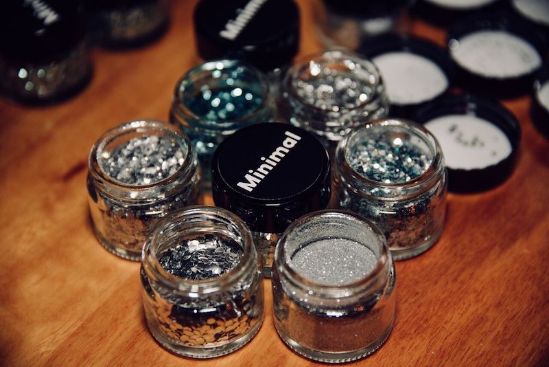 Minimal-glitter-glass-jars.jpeg