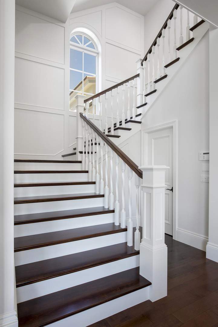 Oak Pointe_Wood Newels_White Box Newel.jpg