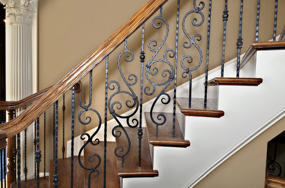 Oak Pointe_Iron Balusters (1).JPG