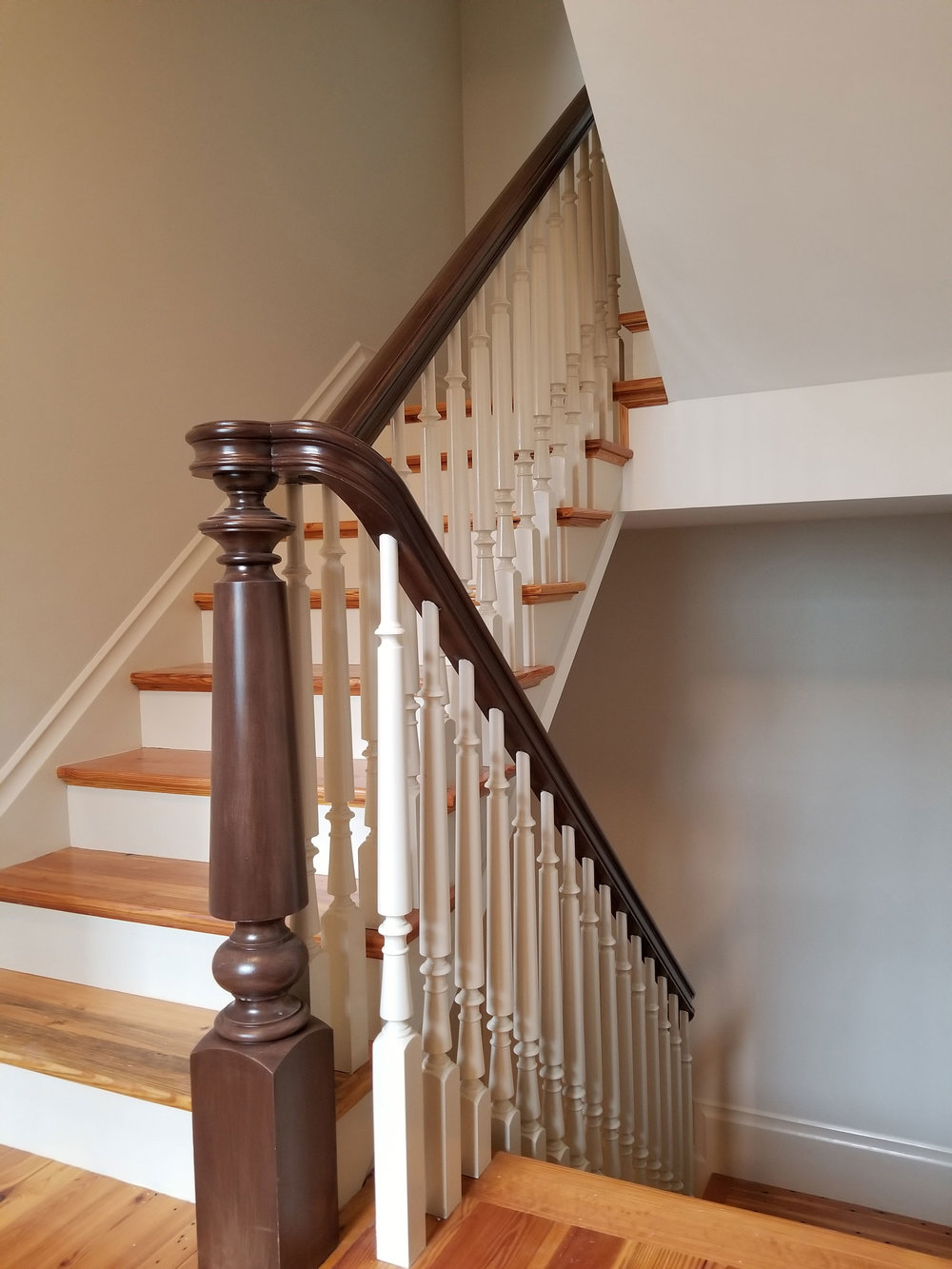 Oak-Pointe_Wood-Turned-Newel.jpg