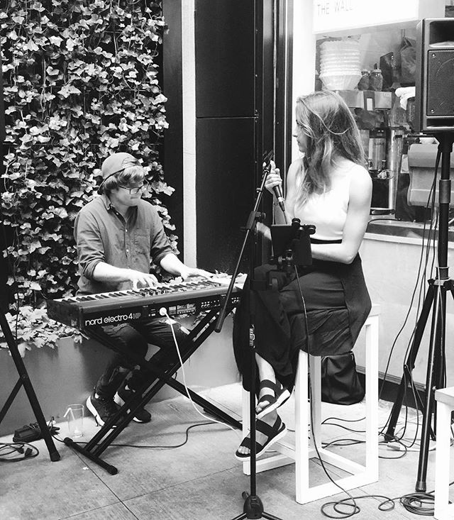 Live from our Sunday session: @belencusi #🎤 #🍺 #🍔