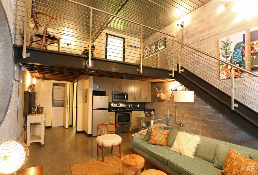 warehouse-lofts-tampa-fl-living-room.jpg