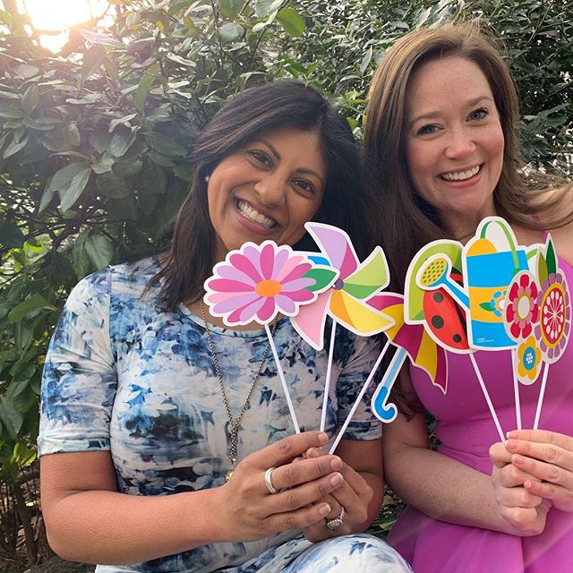 On the first day of spring you pose with photo booth props and soak up that one little piece of sun, right, you guys?! ✨🌼💐🌸 #thebubblysesh #jacksandshawl #podcast #podcasting #cohosts #galpals #hallmarkies #hearties #sleuthers #spingfever #spring #flowers #sunshine #fun #bubbly #ladypodsquad #womenwhopodcast #firstdayofspring