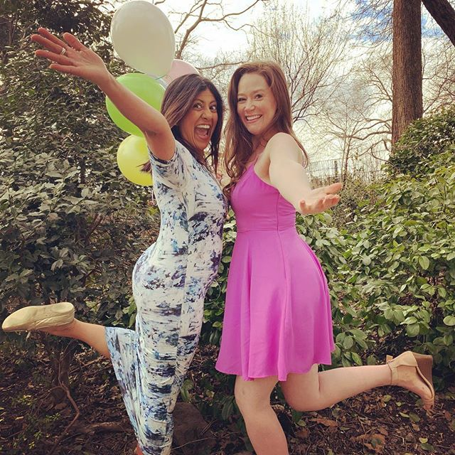 It's Saturday! It's @hallmarkchannel! Ready for #ABrushwithLove tonight! #thebubblysesh #podcast #jacksandshawl #cohosts #galpals #hallmarkies #hearties #sleuthers #podcasting #hallmarkmovies #hallmarkchannel #fun #bubbly #joy #spring #springfever  #ladypodsquad #womenwhopodcast