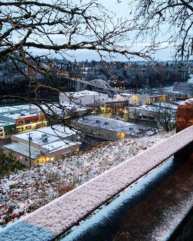 We love your #snowday photos! Share your photos and let us tag along for the adventure! ❄️🏙💙 #downtownoregoncity #oregoncity #snowdayfun