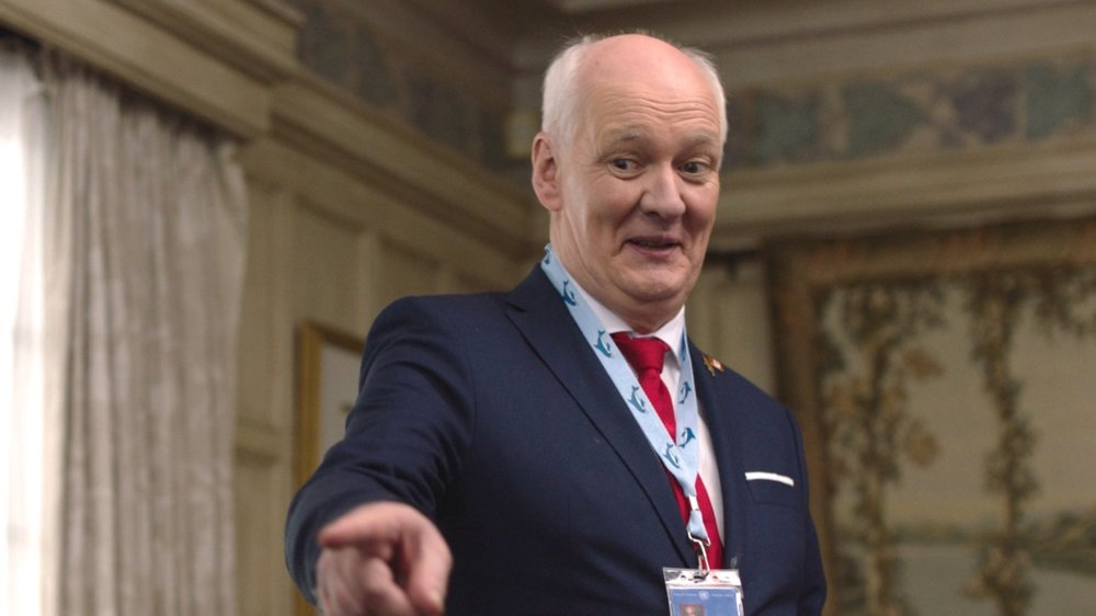 Colin Mochrie as Ambassador MacDonald in  The Mission .