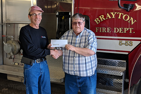 METC's Jim Lindgren presenting to Tom McGovern representing the Brayton Fire Department