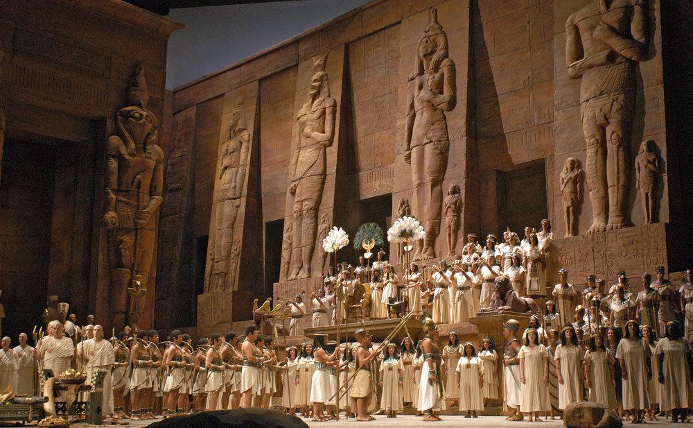 A scene from Act 2 of Verdi's  Aida . (Marty Sohl / Metropolitan Opera)