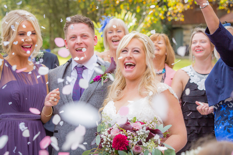 getting the perfect confetti shot wedding photography