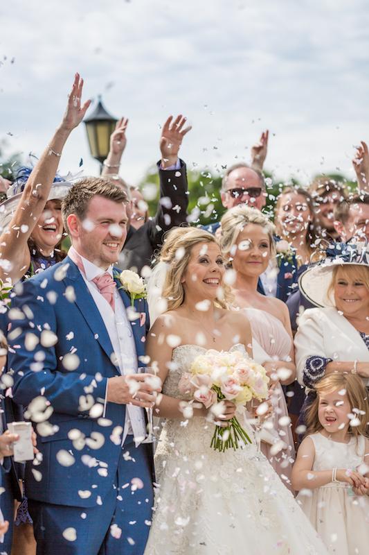 Wedding photography tips confetti shot