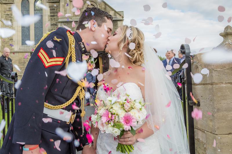 Wedding photography tips confetti photo