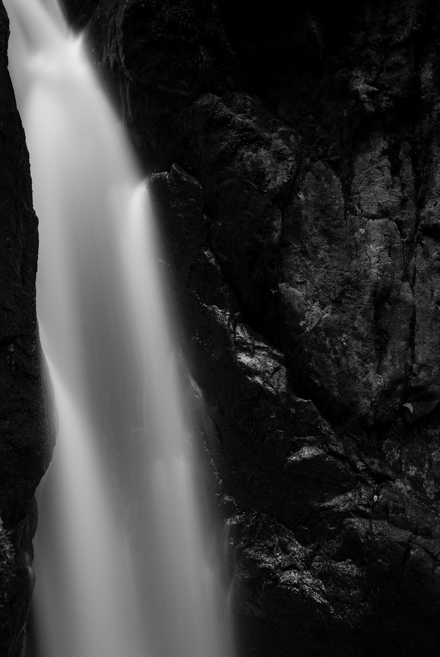 Having a telephoto lens in your waterfall photography arsenal allows you to experiment with your composition.