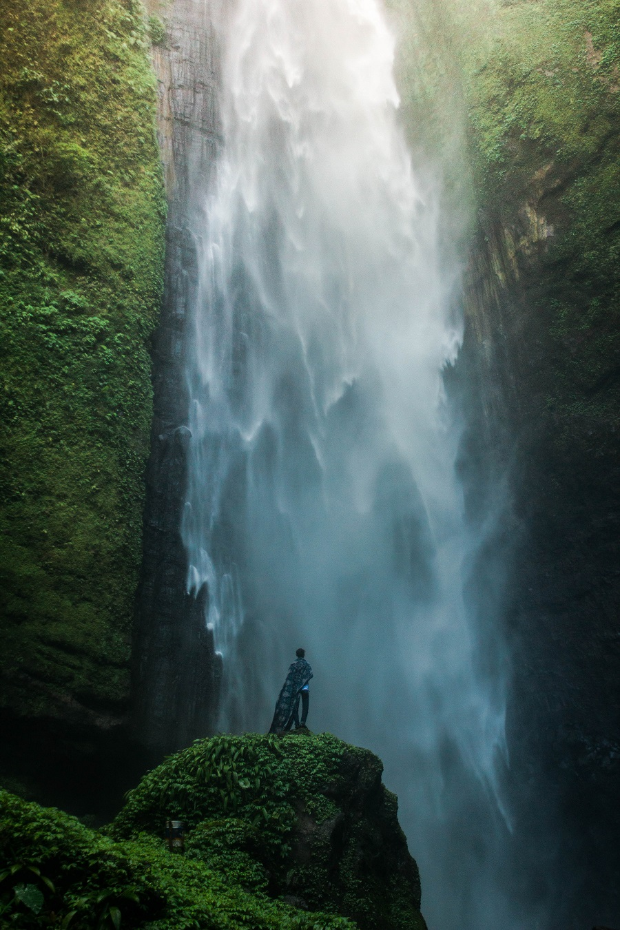 This image managed to simultaneously add scale and take it away. The human element that was included shows that the waterfall is huge, but by excluding part of it we don't know just how huge it could be.