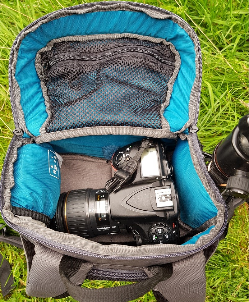 The opening top compartment is a real time saver for those quick shots.