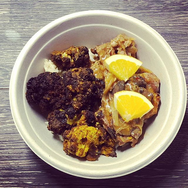 Orange sherry @joycefarms chicken with turmeric and ginger-roasted cauliflower on brown garlic rice. #BOTW #orangechicken #sherry #chicken #spiceroasted #cauliflower #garlicrice #rice #TrueTaste
