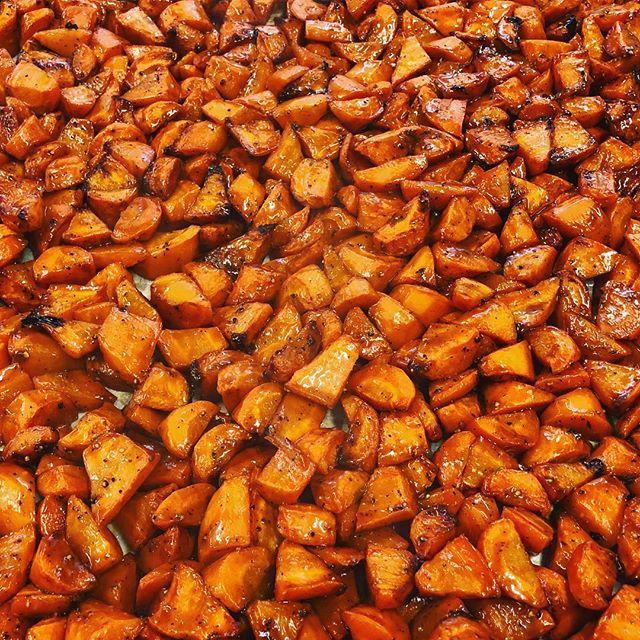 Orange glazed carrots are back. #justglaze #carrots #orange #coconutaminos #roastedveggies #PaleoYum