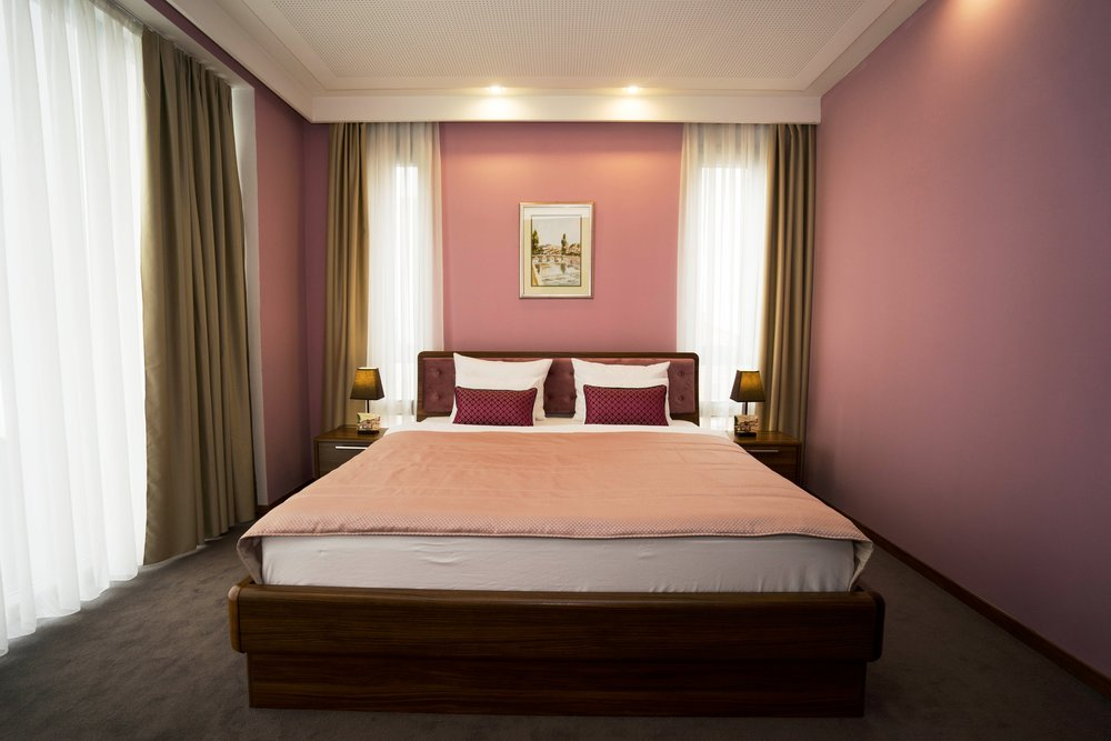 standard - The rooms are well designed for the best holiday, and relax. Wakeing up in the quiet, and well designed rooms gives you the best start to the day in which you can continue with your activities. Maybe you will be in the mood for nice walk through Baščaršija, the old part of townSarajevo, which is near by hotel R. The air conditioned and comfortable standard rooms, are ideal for one or two person. These rooms are filled with bathrooms and it's shower, hair dryer, free cosmetics, and slippers, LED tv with cable channels, mini bar, work desk, and other benefits