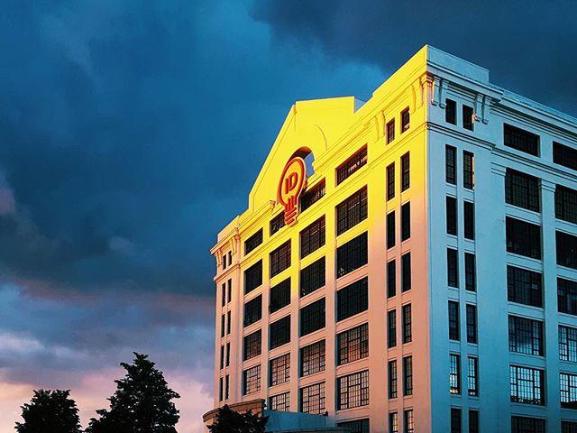 Boston Innovation and Design Center giving off some Pilot yellow vibes in the sunset last night . . . @idbldg #boston #pilot #design #seaport