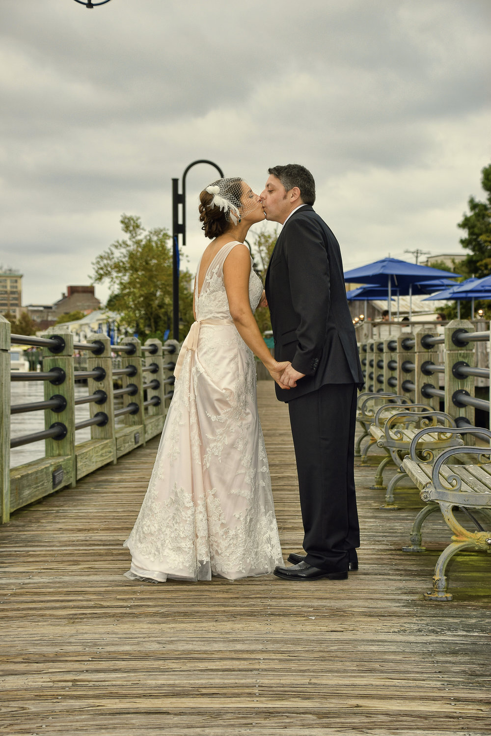 Riverwalk kiss.