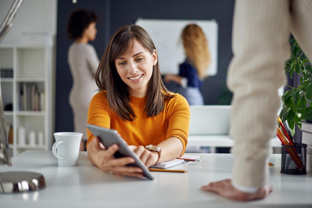 woman-learning-online-business-in-workshop.jpg