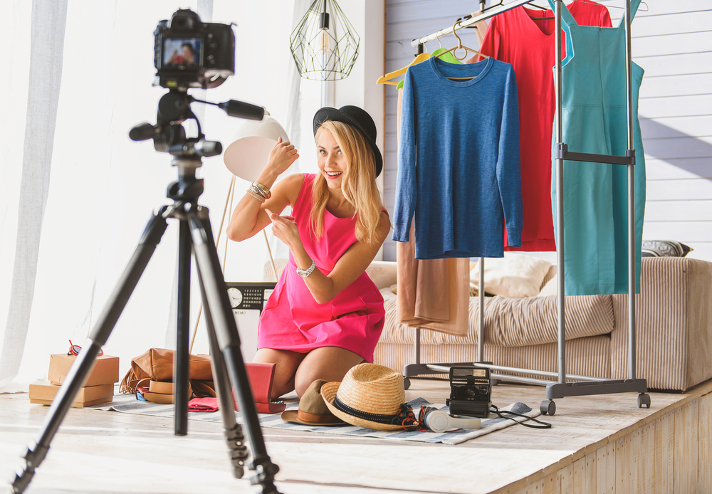 fashion-blogger-taking-photos-in-her-home-studio-for-her-blog.jpg