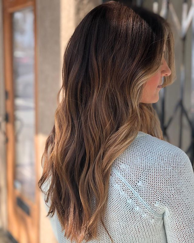 Ugh I die every time @desireestang and her ridiculously beautiful hair sit in my chair ✨ warmed up her natural and added a few extra pops thru her length and we are in love. Finished off with a little razor action on the layers and #wala . . . . . . #hernameismel #meldoeshair #brunette #brunettebalayage #balayage #ombre #sombre #brunettehair #brunettegirl #hairinspo #hairideas #chico #chicohair #hairstylist #chicocalifornia #two22salon #chicostate #mastersofbalayage #maneinterest #citiesbest #balayageartist