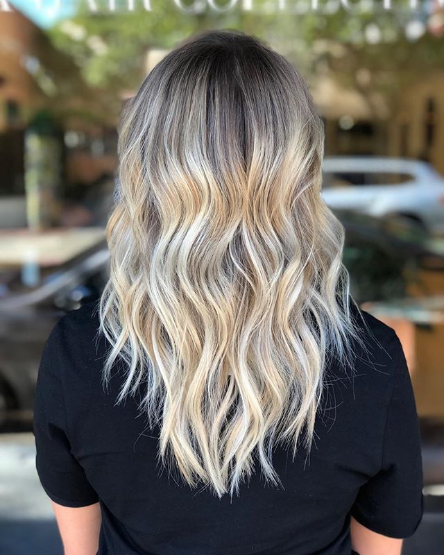 "K I L E Y // now you're ""that"" blonde babe ✨ combination of techniques to make this blonde 💕"