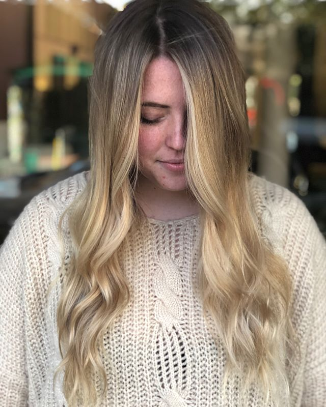 A M A N D A // from chunky stripe to blended and balayaged another birthday girl off to Coachella lookin right ✨ . . . . . . #hernameismel #meldoeshair #colorcorrection #moneypiece #balayage #balayageblonde #pulpriot #modernsalon #balayageartist #balayageblonde #blendedcolor #livedincolor #mastersofbalayage #blondehair #blondehairinspo #blondehairideas #hairinspo #hairideas #chicohair #chicostate #chicocalifornia #chicohairstylist #two22salon #beforeandafter #ilovehair #hair #hairstylist #lovewhatyoudo #claylightener #longblondehair