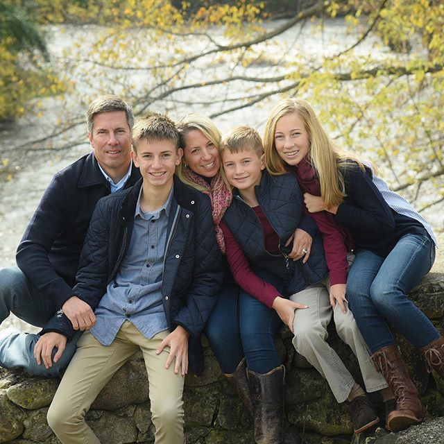 The perfect fall family portrait 🍂  #fall #family #photography #portrait #nature #outdoors #mke #milwaukee #river #holiday