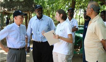 Petra Dankova briefs Fr. Nicolás, the General Superior of the Jesuits, about the Jesuit Refugee Service psychosocial program in Kakuma refugee camp, Kenya (Photo JRS, 2009)
