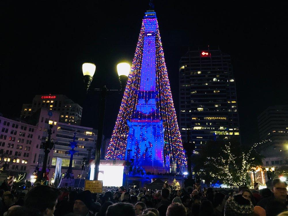 Monument Circle Tree Lighting