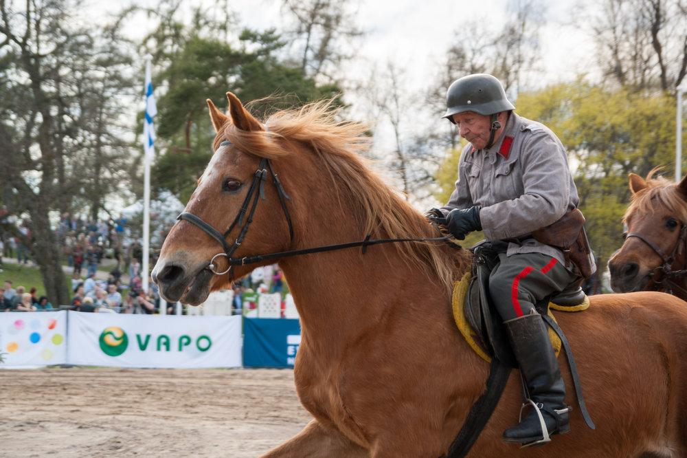 Ratsuväen perinneratsukot nähdään Lumiraveissa. (Kuva: SRL/Laura Laakso)